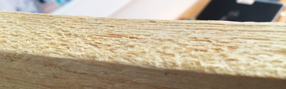 Loose wood fibres are clearly seen